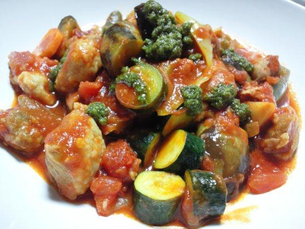 夏野菜とチキンのトマトソース煮込み